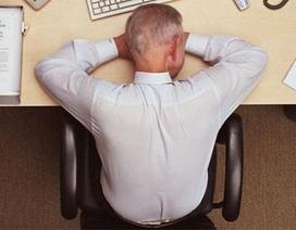 """Nhân viên ngân hàng ngủ gật """"biếu không"""" hơn 6.000 tỷ đồng cho khách"""