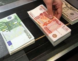 Lo bất ổn Ukraine, giới đầu tư bán tháo đồng Rúp Nga