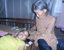 Cơ cực cảnh mẹ già 80 tuổi chăm hai con đang nguy kịch vì bệnh hiểm nghèo