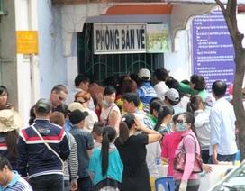 Chuyện lạ Mùng 4 Tết: Chen lấn mua vé vào… sở thú