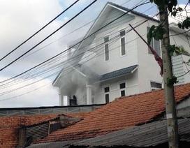 Cháy nhà dân sát bãi giữ hàng trăm xe máy