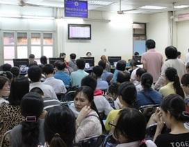 Người dân ùn ùn đến làm hộ chiếu trước ngày dời trụ sở