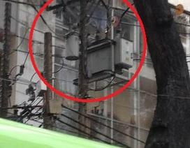 Nổ trụ điện trong cơn mưa, nhiều khu vực trung tâm mất điện