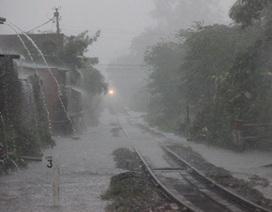 Mưa lớn kéo dài, TPHCM lại kẹt xe, ngập nước
