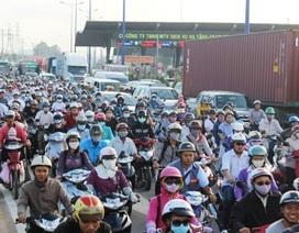 Kẹt xe nghiêm trọng gần 10km tại cửa ngõ TPHCM