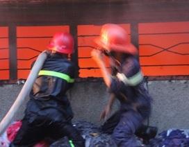 Nỗ lực dập đám cháy lớn sát quốc lộ 1