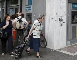 Cuối tuần đau thương tại các ngân hàng Hy Lạp