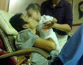 Cuộc chiến chống ung thư đầy nước mắt của một người cha