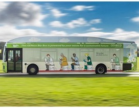 Xe buýt đầu tiên chạy bằng chất thải người chính thức lăn bánh