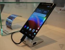 Cận cảnh smartphone màn hình cong 2 cạnh cảm ứng của LG