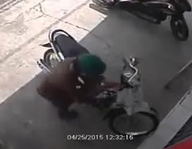 """Clip """"trộm xe máy trong 2 giây"""" nổi bật nhất Internet tuần qua"""