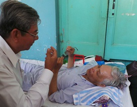 Bốn cán bộ, giáo viên bị tạt a-xít đối mặt với nguy cơ bị mù