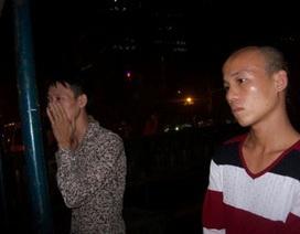 """Hà Nội: Kiểm tra 2 thanh niên, phát hiện sổ vay nặng lãi """"cắt cổ"""" khách nữ"""