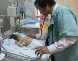 Lần đầu tiên mổ cứu bé 40 ngày tuổi bị ổ cặn mủ màng phổi