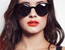 Đeo kính đen chống tia cực tím?