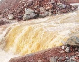 """Vỡ kênh dẫn dòng thủy điện Sêrêpôk 4A: """"Do kẹt phay chắn xả tràn"""""""