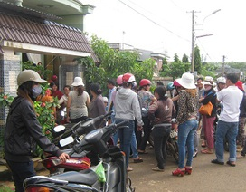 Hàng trăm người bao vây nhà chủ hụi đòi nợ