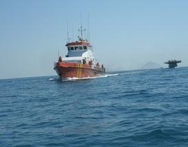 Cấp cứu một ngư dân bị giập nát 2 ngón tay trên biển