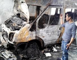 Hà Nội: Ô tô phát hỏa lúc nửa đêm, cháy cả xe máy