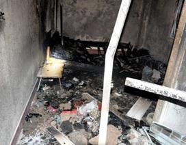 Hà Nội: Phòng trọ cháy rụi vì đốt cồn nướng mực