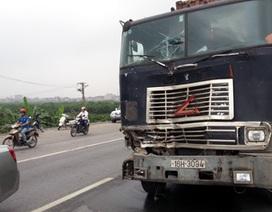 Hà Nội: Thiếu úy CSGT bị kéo lê dưới gầm container