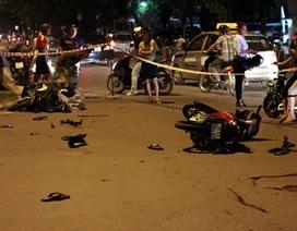 """Hà Nội: Hai xe máy """"đấu đầu"""" lúc nửa đêm, 3 người nguy kịch"""