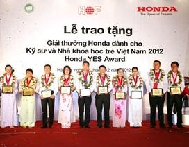 10 sinh viên xuất sắc nhận giải thưởng Honda YES 2012