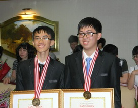 """Trò chuyện với hai chàng trai """"vàng"""" Olympic Vật Lý châu Á"""