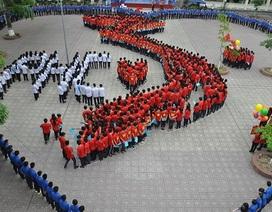Mặc áo đỏ in ngôi sao 5 cánh, học sinh thủ đô hướng về biển Đông