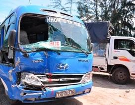 Tai nạn xe ô tô liên hoàn, hàng chục hành khách hoảng loạn