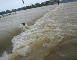Đường sắt Bắc - Nam bị gián đoạn vì nước lũ dâng cao