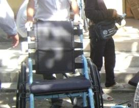 Mỹ tặng xe lăn cho người khuyết tật Huế