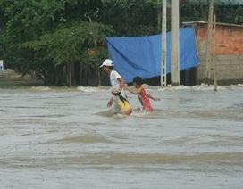 Huế: Lũ dâng cao bất thường, hàng trăm nhà dân bị ngập