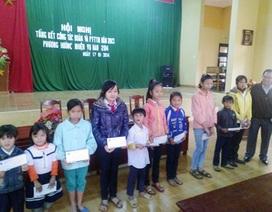 Trao 100 suất quà Tết đến học sinh hộ nghèo, cận nghèo miền núi