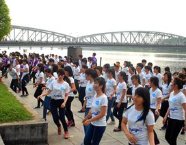 Vũ điệu flashmob của 1.000 bạn trẻ đón chào Festival Huế