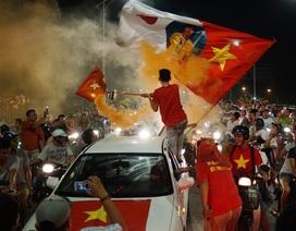 Màn diễu hành mừng chiến thắng đầy cảm xúc của người hâm mộ Hà Nội
