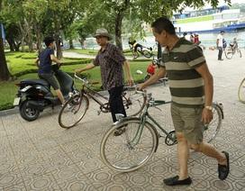 Nhã với xe đạp cổ