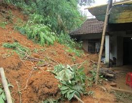 Sạt lở đất do mưa lớn, 3 mẹ con chết thảm