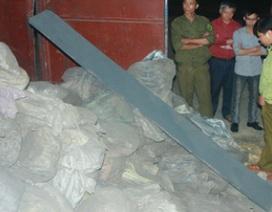 Bắt quả tang một doanh nghiệp tàng trữ hàng trăm tấn quặng nghi lậu
