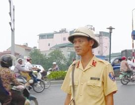 Cảnh sát giao thông làm xe ôm, lái taxi