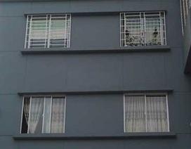 Cuống cuồng đi hàn cửa sau vụ bé gái rơi từ tầng 15