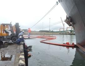 Vỡ đường ống, gần 1.000 lít dầu tràn ra vùng biển Dung Quất
