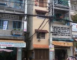Một nhân viên ngã gãy cổ khi đang trèo cột điện