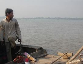 Người đàn ông 36 giờ quay quắt tìm vợ con trên sông