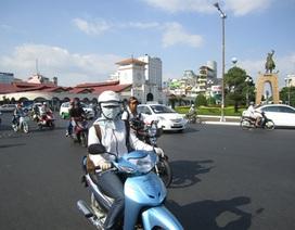 Người Sài Gòn điêu đứng vì nắng nóng kéo dài