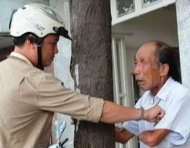 Cụ già tàn tật bị cướp trên phố Sài Gòn khóc nghẹn