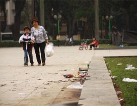 Hà Nội: Rác rải khắp tượng đài Lê Nin