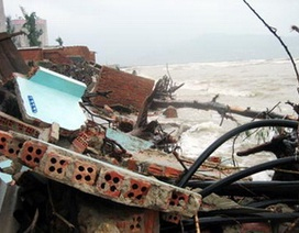 18 căn nhà bị sập do biển xâm thực