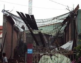 Nhà vừa đổ mái đã… sập