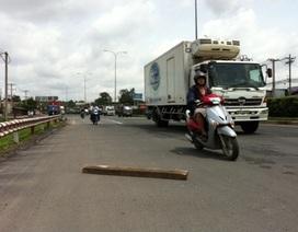 Trượt khúc gỗ, một phụ nữ bị xe container cán chết